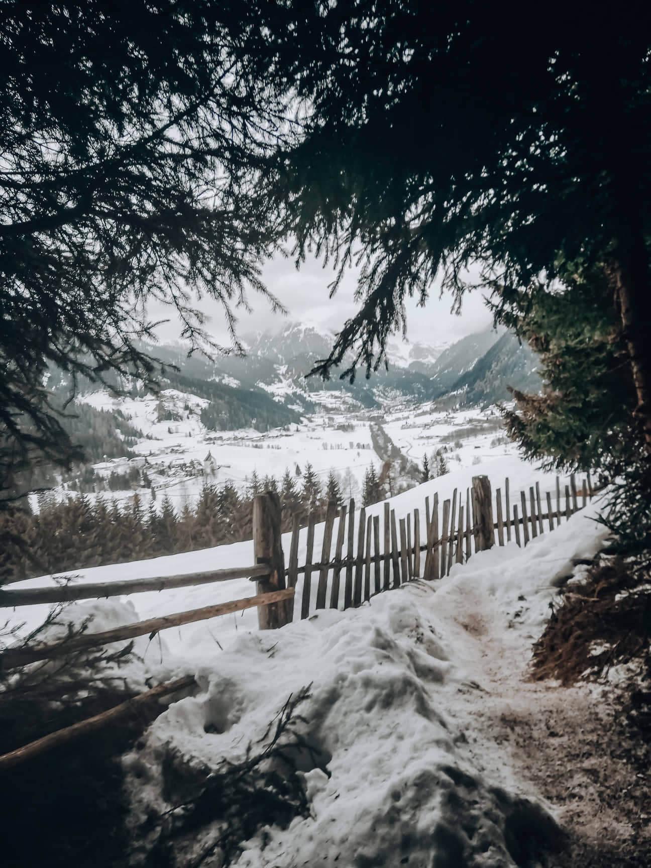 Schneeschuhwanderung Südtirol Winterurlaub