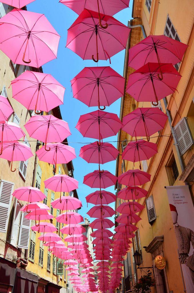 Grasse Frankreich Regenschirme