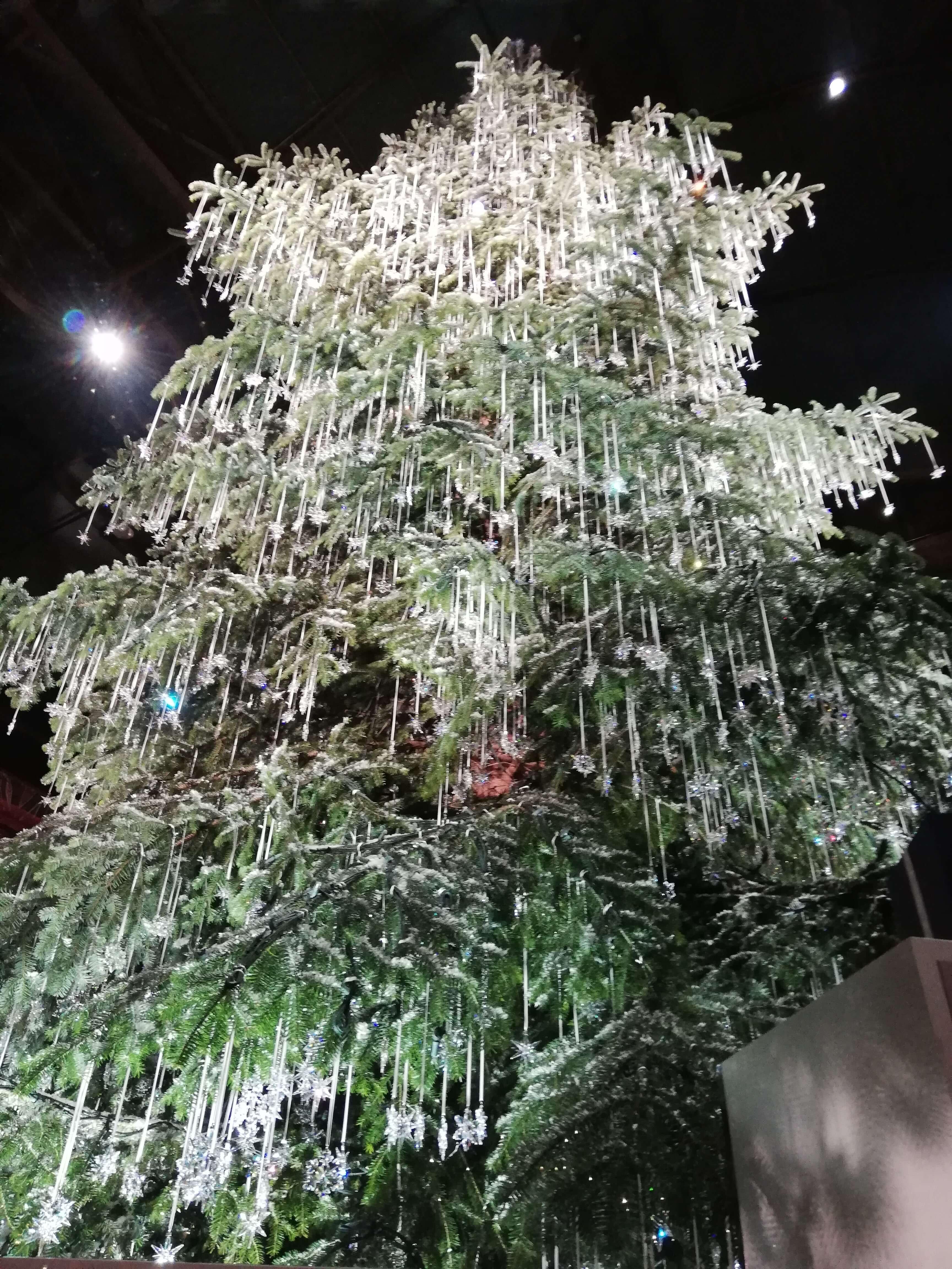 Weihnachtsmarkt Zürich: Der Swarowski Baum