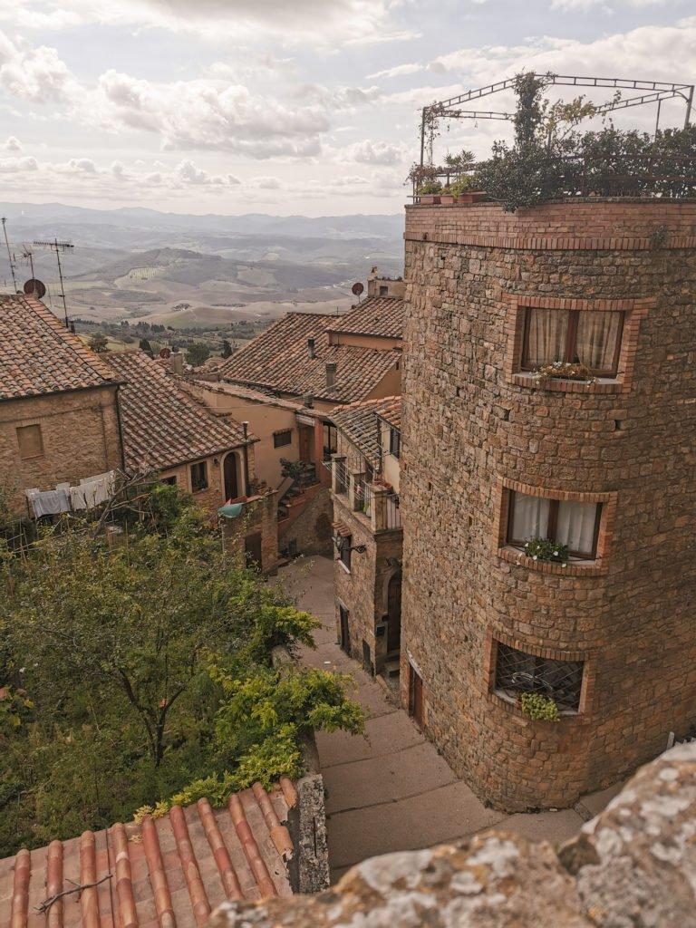 Camping Italien- Die Stadt Volterra